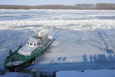 (СНИМКИ) Река Дунав замръзна край Силистра